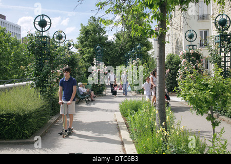 Part of the Promenade Plantee, a disused railway line in Paris converted into a landscaped walkway. - Stock Photo