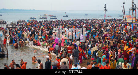 Allahabad, India. 14th Feb, 2014. 14feb.2014: Devotee taking holydip at Sangam on the occasion of Maghi Purnima - Stock Photo