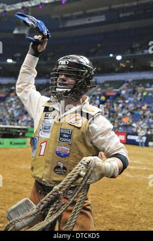 St. Louis, Missouri, USA. 14th Feb, 2014. February 14, 2014: Rider Chase Outlaw (13) on bull Half Throttle as seen - Stock Photo