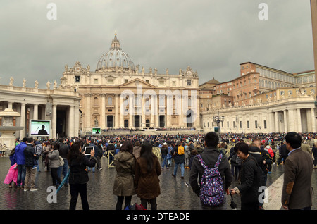 The Pope appears on the telly viewer to the crowds in Rome.This is directly outside               St.Peter's church - Stock Photo
