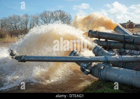 Burrowbridge, UK. 16th Feb, 2014. Additional diesel pumps aid the Saltmoor Pumping Station at Burrowbridge on February - Stock Photo
