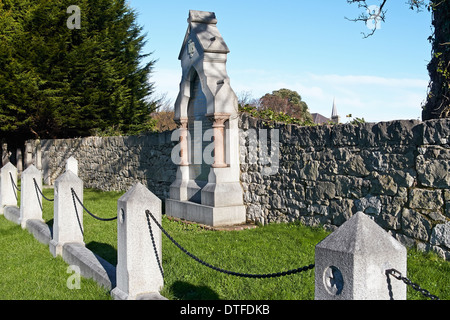 Grave and memorial in Abergele church yard to the people who perished in the railway disaster of 20th August 1868. - Stock Photo