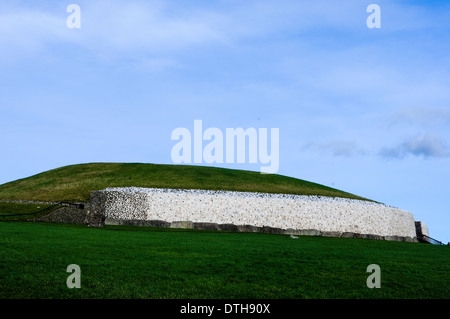 Newgrange chambered passage tomb - Stock Photo