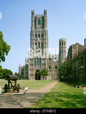 Crimean War Russian cannon in front of Ely Cathedral Cambridgeshire - Stock Photo