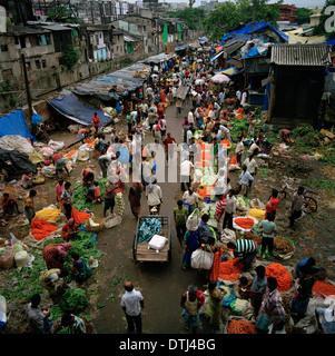 Mullick Ghat Flower Market in Kolkata Calcutta in West Bengal in India in South Asia. Malik Mallick Markets Trade - Stock Photo