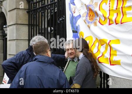 Dublin, Ireland. 19th February 2014. Independent TD (Irish member of parliament) Luke 'Ming' Flanagan (r) talks - Stock Photo