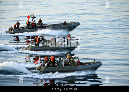 US Navy sailors and divers from the amphibious transport dock ship USS San Diego and USS Anchorage conduct boat - Stock Photo
