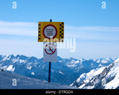 Piste closed sign in the austrian ski resort of St Anton - Stock Photo