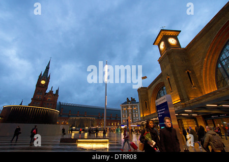 London King's Cross railway station in the evening - Stock Photo