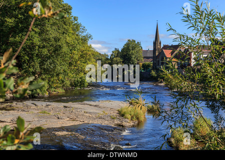 The River Dee as it flows through Llangollen. - Stock Photo