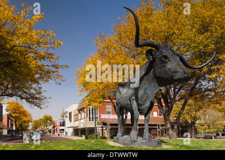 USA, Kansas, Dodge City, statue of the steer, El Capitan, monument to cattle drives - Stock Photo
