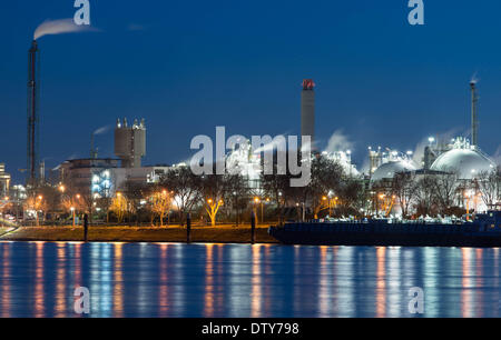 Ludwigshafen, Germany. 24th Feb, 2014. A view of buildings behind the Rhine on the grounds of chemical company BASF - Stock Photo
