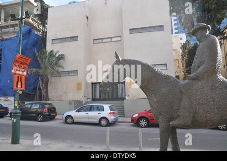 Israel, Tel Aviv, Rothschild Boulevard Statue of Meir Dizengoff first mayor of Tel Aviv on his horse - Stock Photo