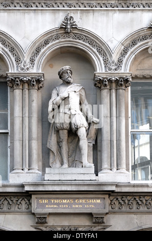 London, England, UK. Statue overlooking Holborn Viaduct: Sir Thomas Gresham (1519-1579: founded the Royal Exchange) - Stock Photo