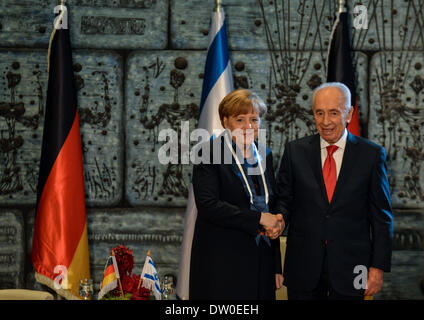 (140226) -- JERUSALEM, Feb. 26, 2014 (Xinhua) -- Israeli President Shimon Peres (R) shakes hands with visiting German - Stock Photo