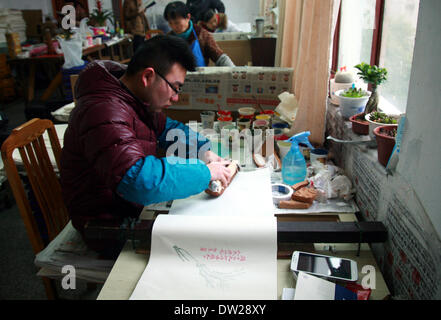 Yangzhou, China's Jiangsu Province. 25th Feb, 2014. A worker does the printing at the Guangling Ancient Books Printing - Stock Photo