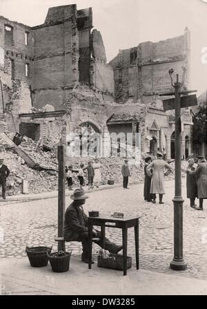 A street scene in the destroyed town of Johannisburg, today Pisz, Poland after the German army recaptured the town - Stock Photo