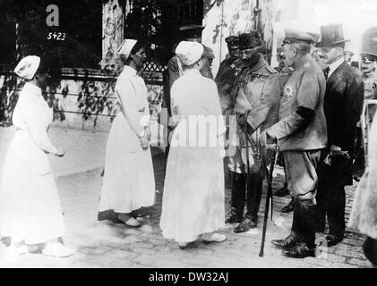 Kaiser Wilhelm II as a Turkish Marshal talks with German nurses in the Hagia Sophia Mosque in Constantinople (Istanbul - Stock Photo