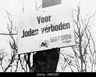 After the occupation of the Netherlands by the German Wehrmacht in 1940 a ban sign reading 'Voor Joden verboden' - Stock Photo
