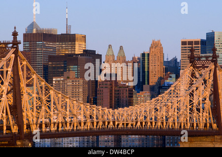 USA, New York, Queensboro Bridge, Manhattan skyline viewed from Queens - illuminated at dawn. Views of the Queensboro - Stock Photo