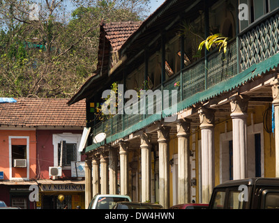 India, Goa, Panjim, Fontainhas, old Portuguese Latin Quarter, pillars of Colonial era building - Stock Photo