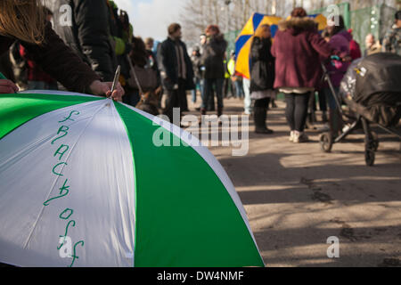 Manchester, Barton Moss, UK. 27th February, 2014.  'Frack Off '  lettering on umbrella as protests continue at IGAS - Stock Photo
