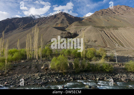 Steep walls of the Ghizar River (Gilgit River) Valley near Matuti Village, seen from the Shandur-Gilgit Road, near - Stock Photo