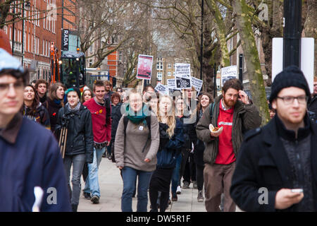 Senate House, University of London, February 28th 2014. Students campaigning to 'Take back our university' march - Stock Photo