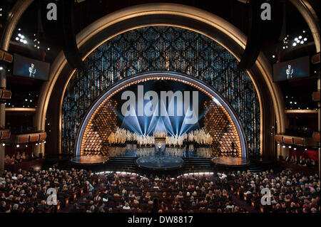 Los Angeles, USA. 2nd Mar, 2014. Anne Hathaway attends the 86th Oscars Oscars Awarding Ceremony at the Dolby Theatre - Stock Photo