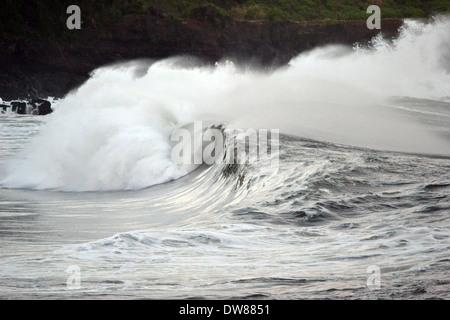 Giant waves breaking at Waimea Bay, North Shore of Oahu, Hawaii, USA - Stock Photo