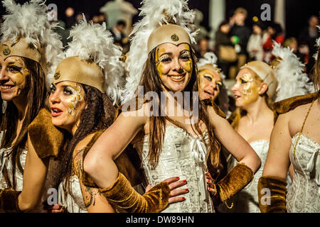 Sitges, Spain. March 2nd, 2014: Revellers dance during the Sunday parade of the carnival in Sitges Credit:  matthi/Alamy - Stock Photo