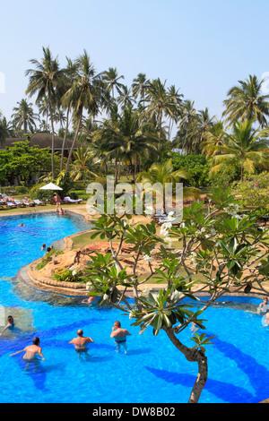 Sri Lanka, Bentota, beach, pool, palms, people, - Stock Photo