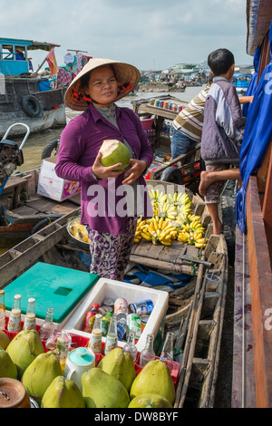 CAN THO, VIETNAM-JANUARY 24: Women selling goods from a boat on the floating market in the Mekong River, Vietnam - Stock Photo