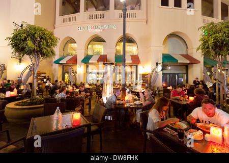 Dubai restaurant; People eating outdoors at an Italian food restaurant, The Walk, Jumeirah Beach Residences - JBR, - Stock Photo