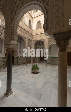 The Patio de las munecas at the center of the Palacio De Don Pedro at the Real Alcazar. - Stock Photo