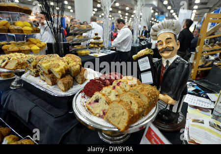 (140304) -- NEW YORK, March 4, 2014 (Xinhua) -- Photo taken on March 3, 2014 shows pastries on display during the - Stock Photo