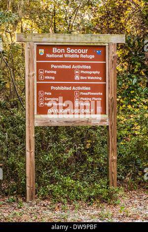 Sign at entrance to Bon Secoour National Wildlife Refuge in Gulf Shores, Alabama - Stock Photo