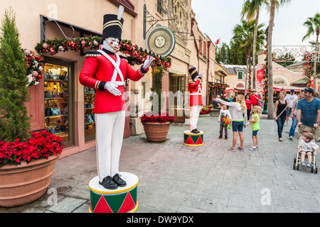 Mother and children watch live mannequins dressed as toy soldiers near entrance to Waterfront area in SeaWorld, - Stock Photo