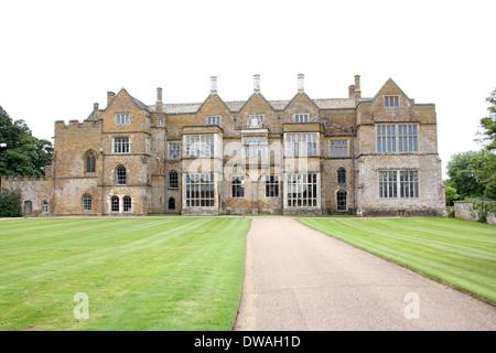 Broughton Castle, near Banbury, Oxfordshire. - Stock Photo