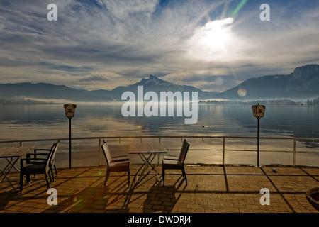 Austria, Upper Austria, Salzkammergut, Lake Mondsee at sunrise, in the background Mountain Schafberg - Stock Photo