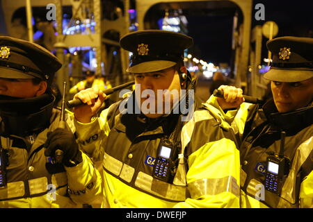 Dublin, Ireland. 6th March 2014. Garda officers (Irish police) pull back the metal barrier.A Garda officer (Irish - Stock Photo