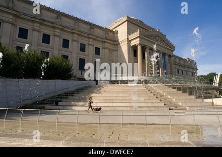 Brooklyn Museum of Art 200 Easterm Parkway. It was built under the guise of being one of the largest art museums - Stock Photo