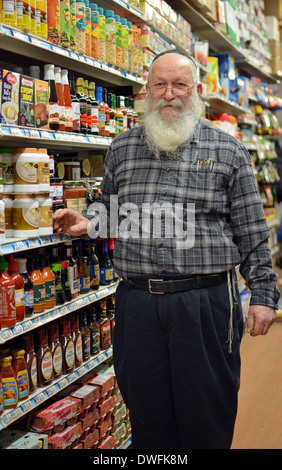 Religious Jewish owner of a Kosher supermarket in the Crown Heights, Brooklyn, New York - Stock Photo