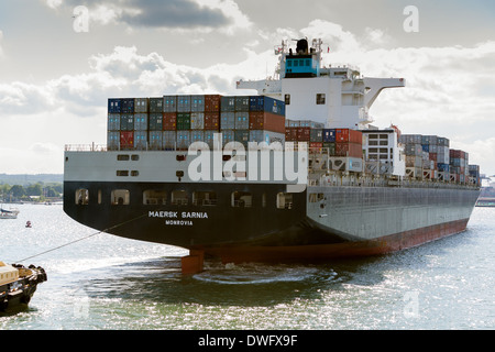 Maersk Sarnia container ship arriving at Southampton container berth. - Stock Photo