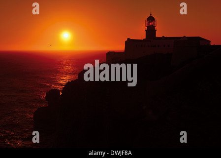 Portugal, Algarve: Sundown at the lighthouse of Cape St. Vincent - Stock Photo
