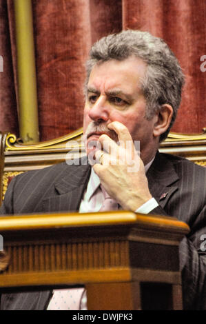 Belfast, Northern Ireland. 10 Mar 2014 - Alban Maguinness (SDLP) in the Senate Chamber, Parliament Buildings, Stormont. - Stock Photo