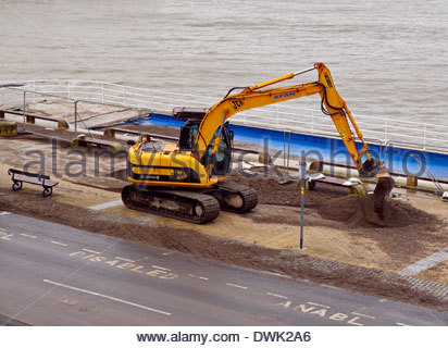 the big clean up operation begins in aberystwyth seaside after the devastating storms of march 2014 - Stock Photo