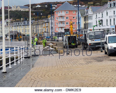 the big clean up operation begins in aberystwyth seaside after the devastating storms of 2014 - Stock Photo