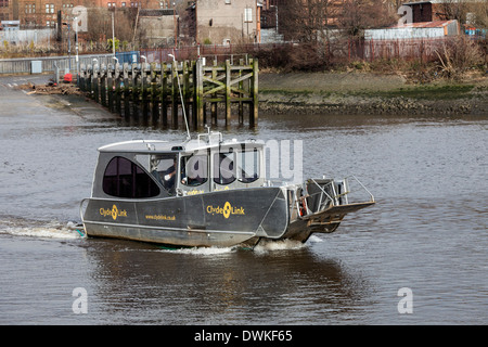 Renfrew ferry travelling between Yoker, Partick and Renfrew across the River Clyde and carrying only passengers, - Stock Photo