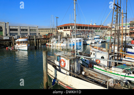 Boats at fishermans wharf san francisco under a blue sky for Fishing store san francisco
